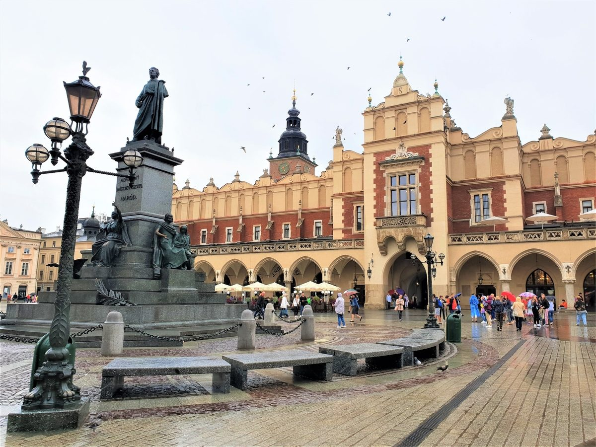 Fountain of Travel How To Spend 48 Hours in Krakow Poland Old Town Rynek Glowny